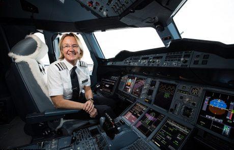 """קברניטה בחברת """"בריטיש איירוויס"""" מספרת על עצמה ועל המטוס"""